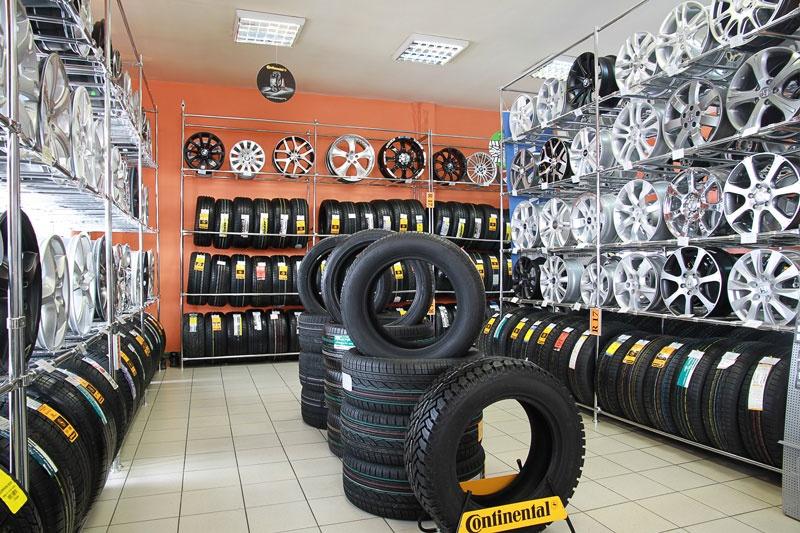 магазины по продаже шин в москве адреса спросила она
